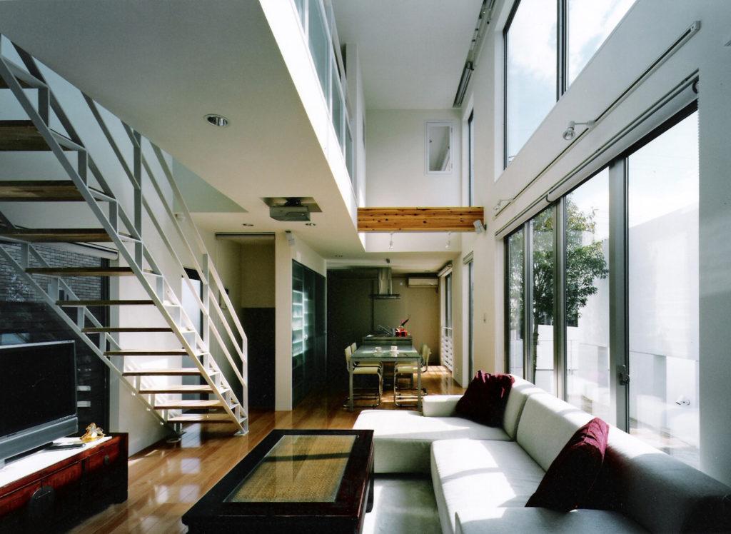 001.渡り廊下のある家