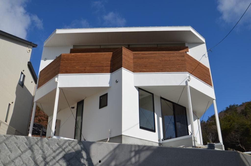 012.1階と2階が交差する家