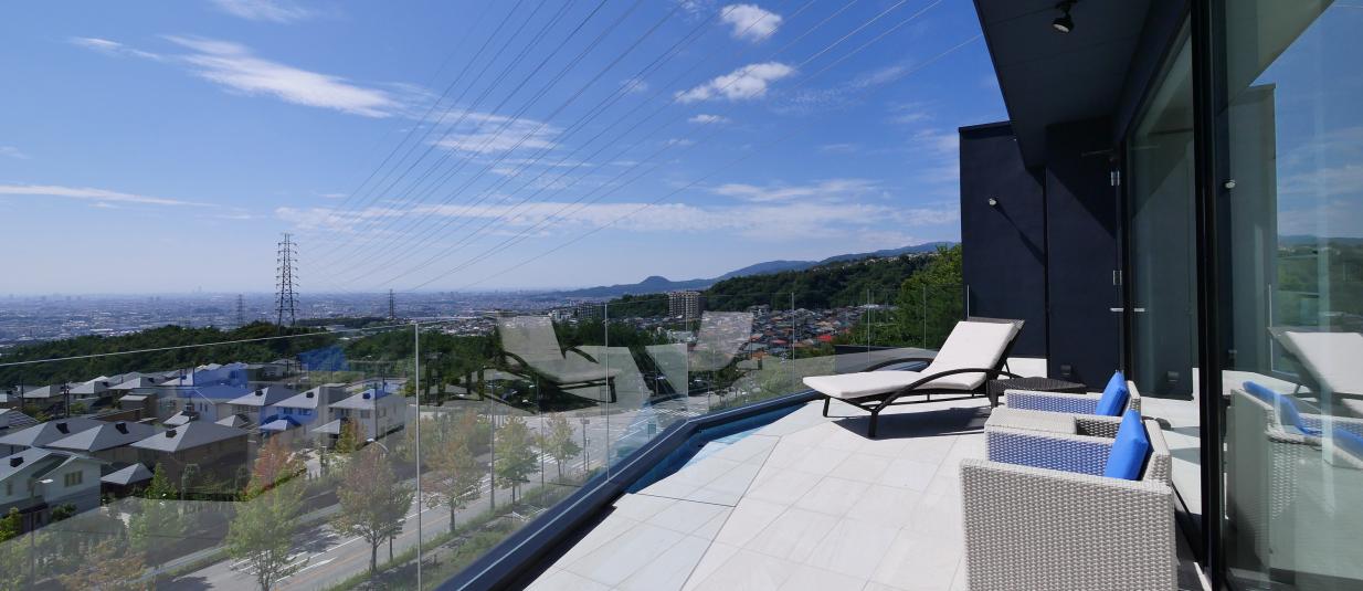 全部屋からの眺望と水盤の家/不二工営建設